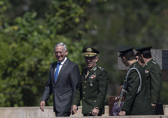 El secretario de Defensa de EEUU, James Mattis, en Brasil