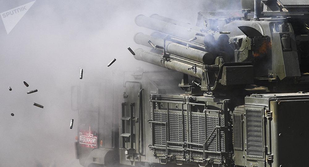 Sistema de misiles y de armas de artillería antiaérea Pantsir-S1 (imagen referencial)