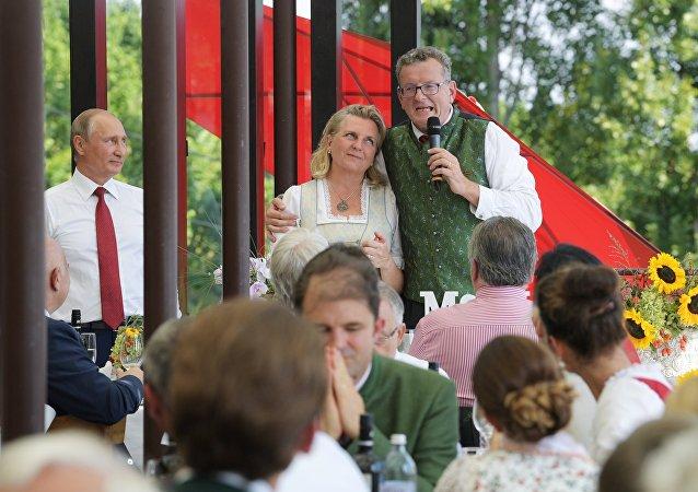 Presidente de Rusia, Vladímir Putin, y la ministra de Exteriores de Austria, Karin Kneissl