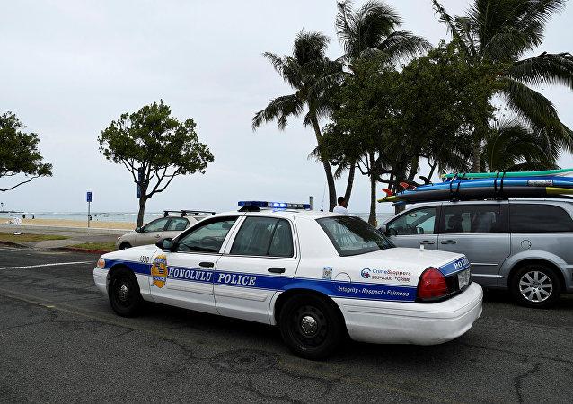 La policía de Honolulu mientras el huracán Lane se acerca a Honolulu, Hawai, EE. UU.