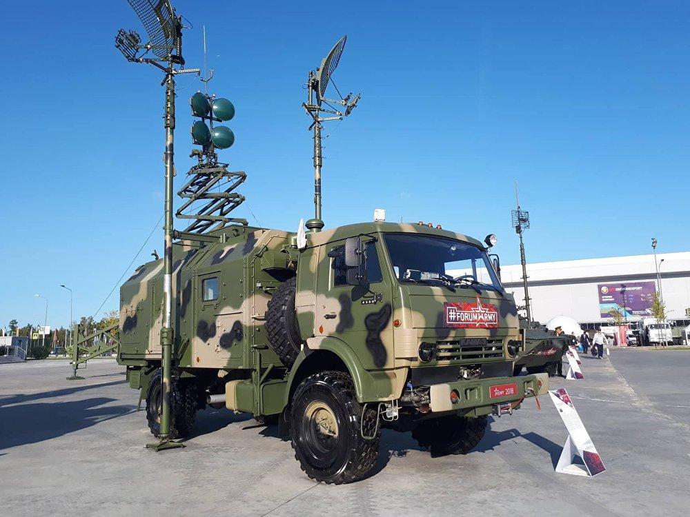 La máquina R-419L1 es una estación de radio y digital cuya misión principal es abastecer un área de comunicación de alta velocidad constante en un radio de hasta 1.500 km