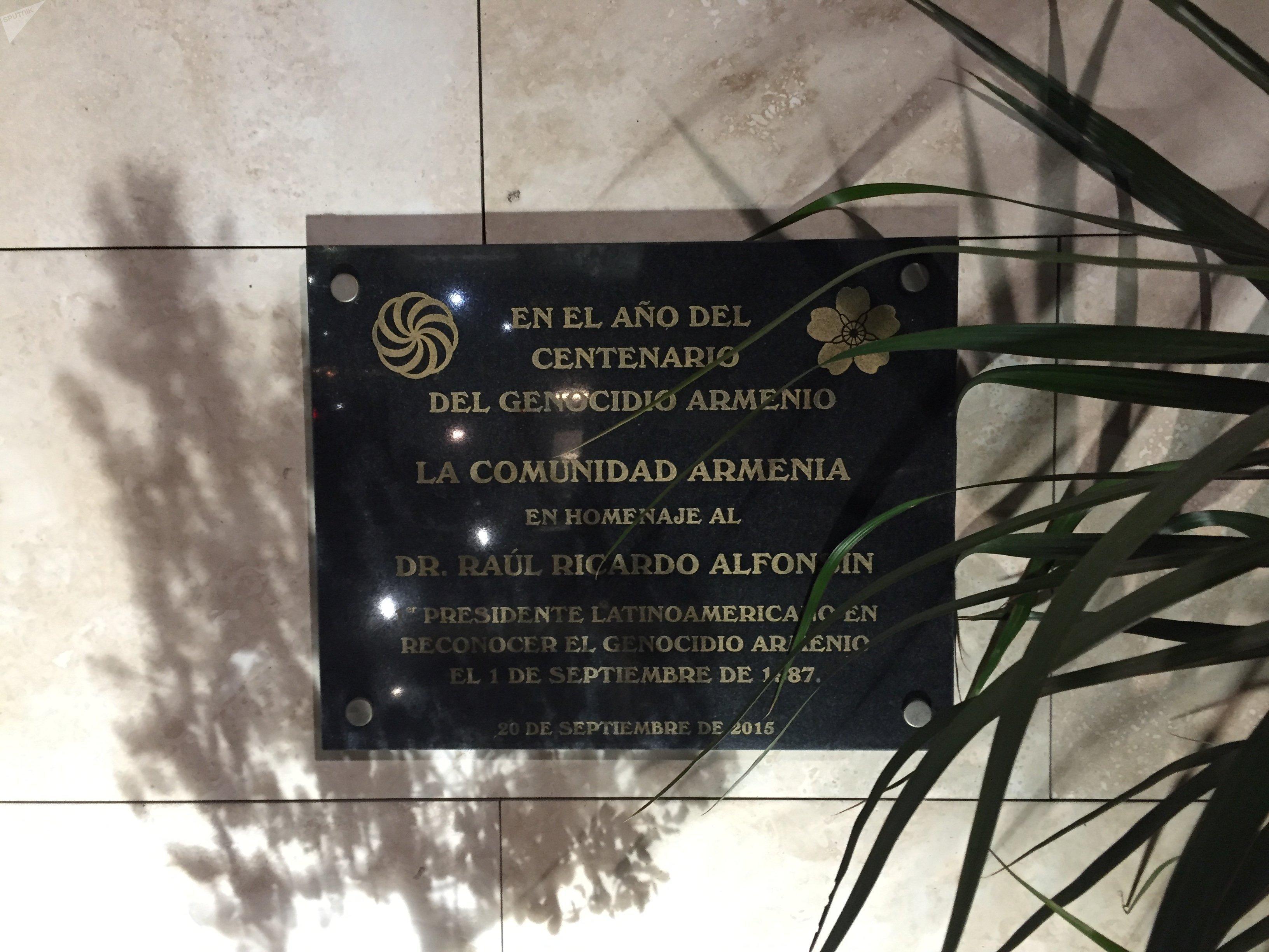Placa conmemorativa del pueblo armenio