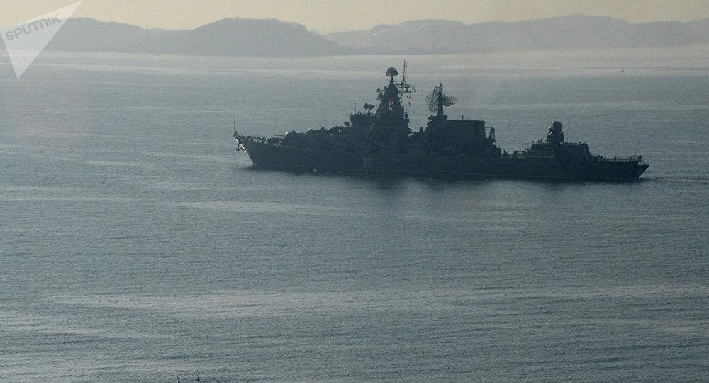 Crucero portamisiles ruso Variag en ruta hacia el Océano Índico