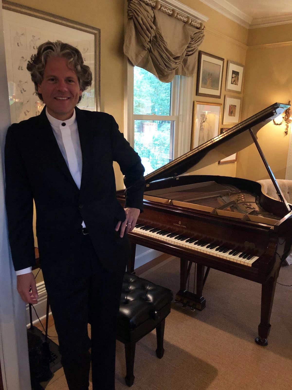 El connotado pianista argentino Sebastián Forster