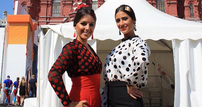 De izquierda a derecha, Marta y Silvia, las dos bailaoras de Córdoba Ecuestre