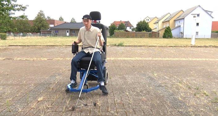 Un inventor con discapacidad visual crea un vehículo para ciegos