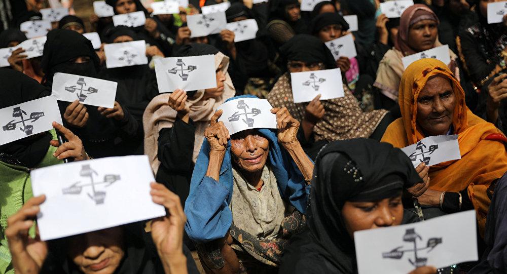Manifestación en un campo de refugiados rohinyás en Bangladés