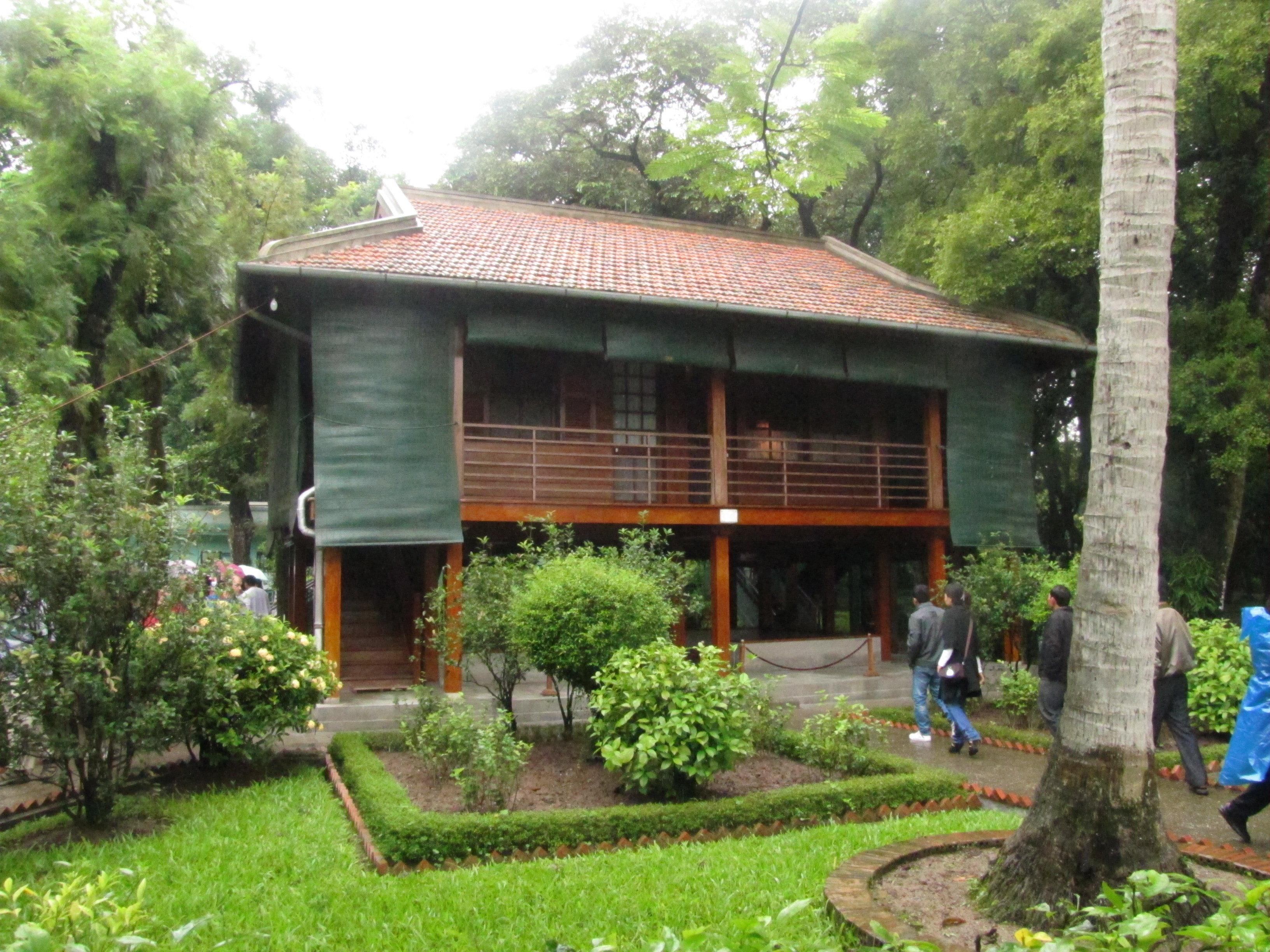 La Casa Zancuda donde vivió Ho Chi Minh, construída en los jardines traseros del Palacio Presidencial de Hanoi