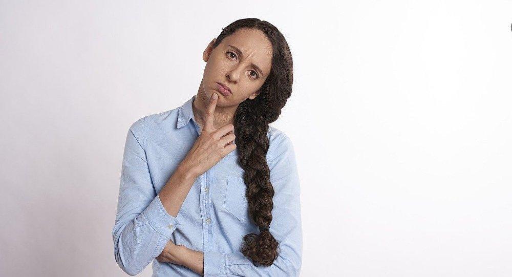 Una mujer perpleja (imagen referencial)