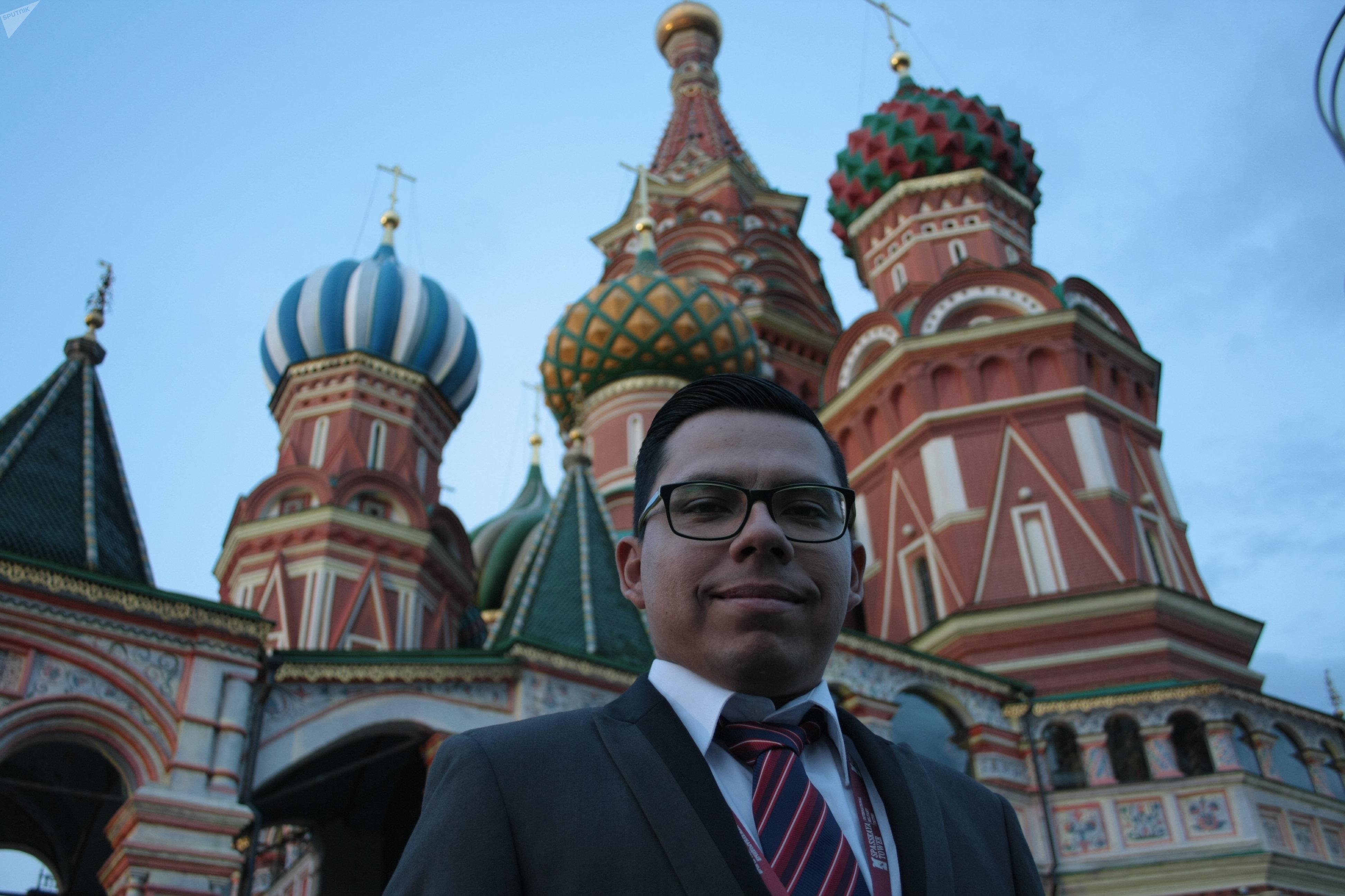 Jesús Emmanuel Mendoza, director musical de la Banda Monumental de México, en la Plaza Roja de Moscú