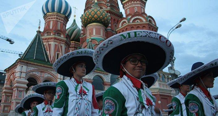 La Banda Monumental de México durante el X festival Torre Spásskaya de Moscú