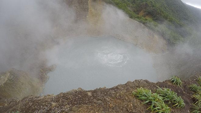 El lago que hierve del parque nacional Morne Trois Pitons en Dominica