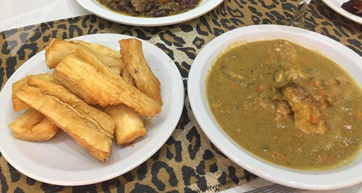 Algunos platos tradicionales del restaurante camerunés en Buenos Aires, El Buen Sabor Africano
