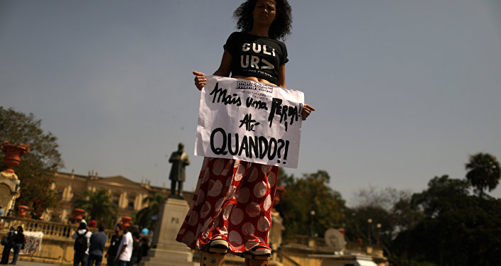Una chica brasileña después del incendio del Museo Nacional de Río