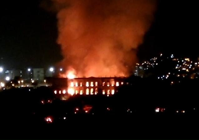 El Museo Nacional de Brasil, consumido por las llamas