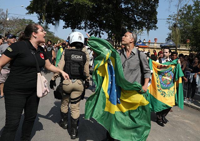 Protesta en Río de Janeiro tras incendio del Museo Nacional