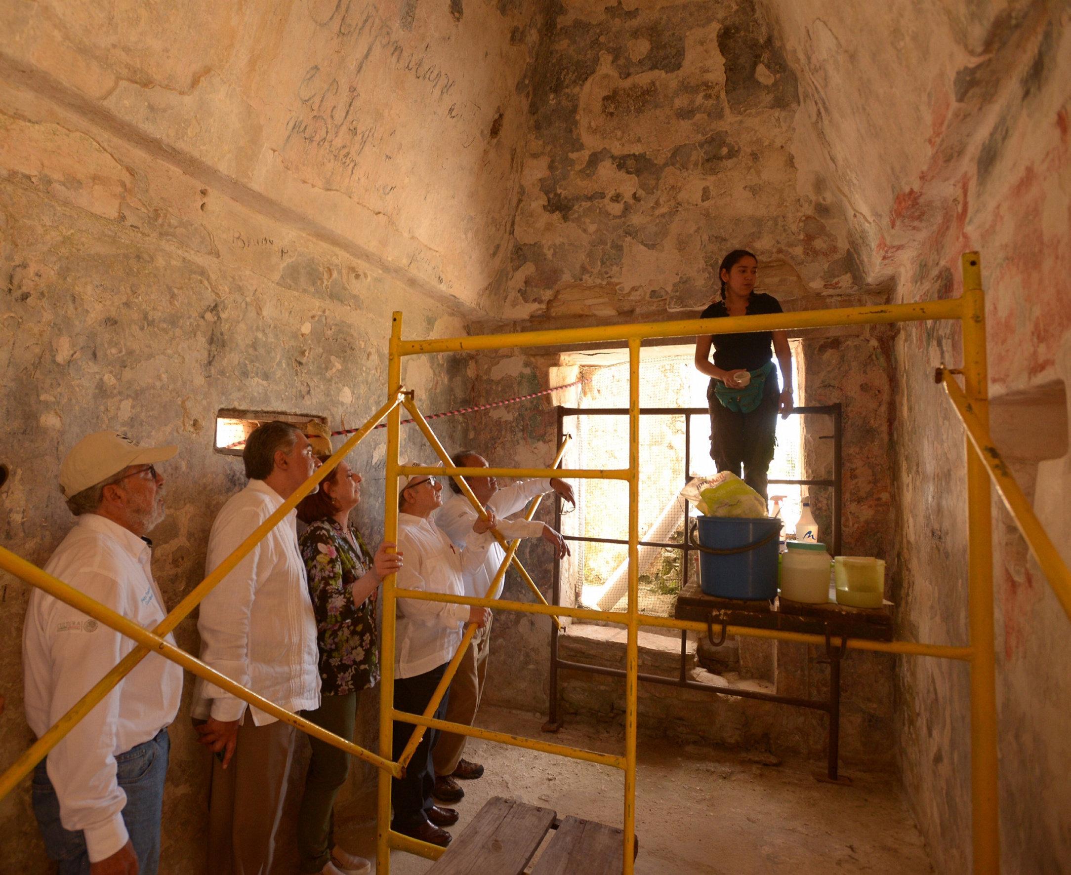 Excavaciones en los interiores del Palacio de Palenque, México