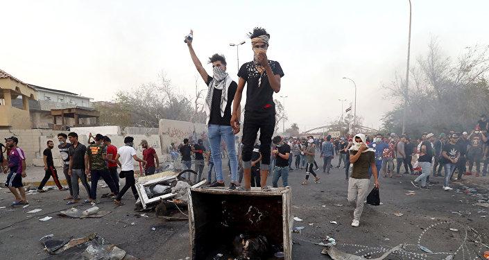 Protestas contra el gobierno y la falta de servicios básicos en Basora, Irak