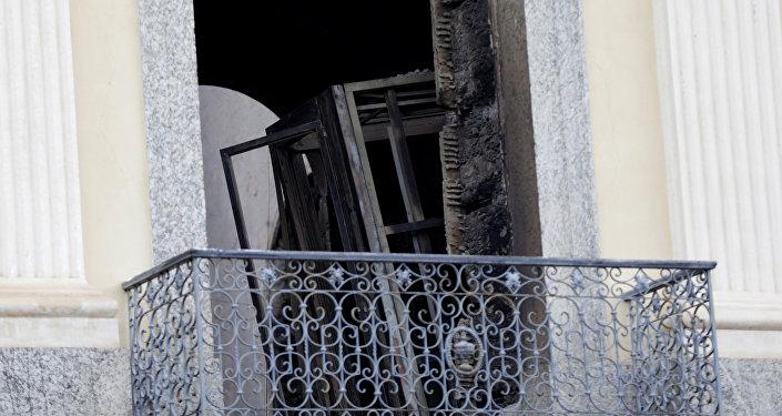 Un objeto quemado a dentro del Museo Nacional de Brasil después de un incendio
