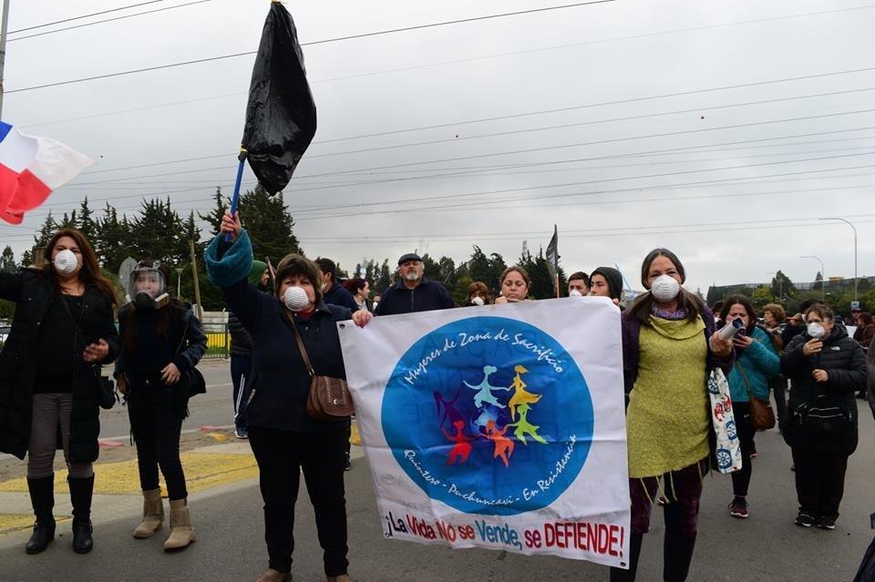 Mujeres de Zonas de Sacrificio en Resistencia en la movilización por la situación medioambiental y de salud de la población de Puchuncaví y Quintero, Chile.