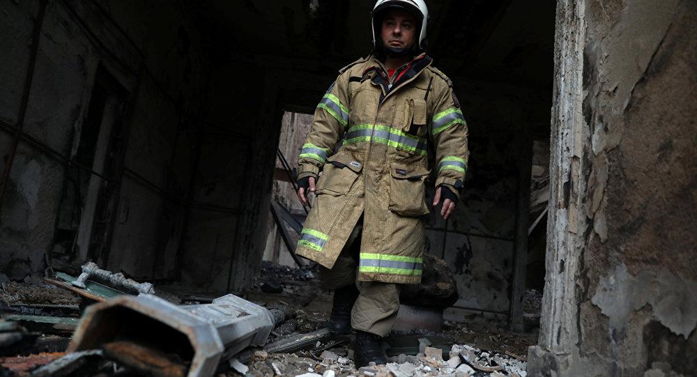 Un bombero en Museo Nacional de Río