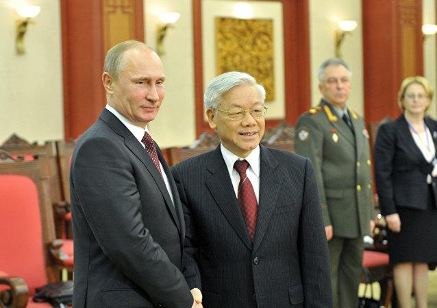 Presidente de Rusia, Vladímir Putin, y secretario general de Comité Central del Partido Comunista de Vietnam, Nguyen Phu Trong (Archivo)