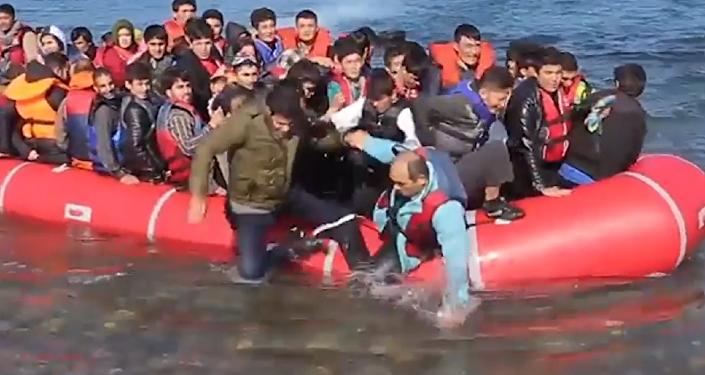 Así se agolpan los inmigrantes en las playas de Europa