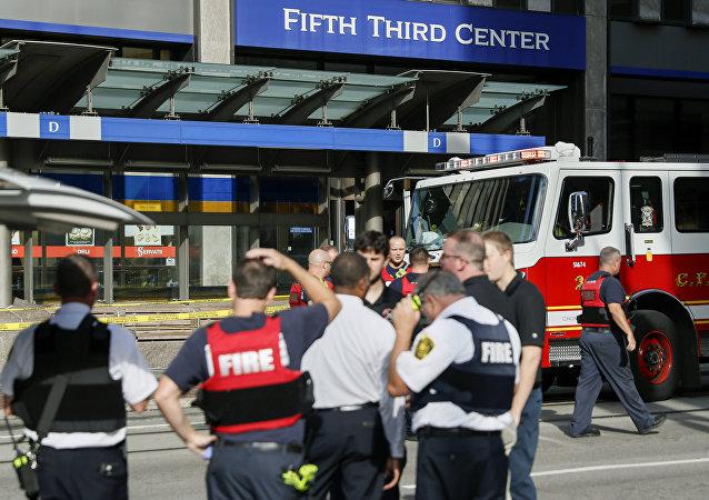 Servicios de emergencia en el lugar del tiroteo en Cincinnati, EEUU