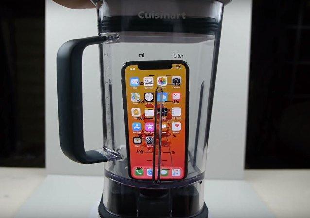iPhone en una batidora