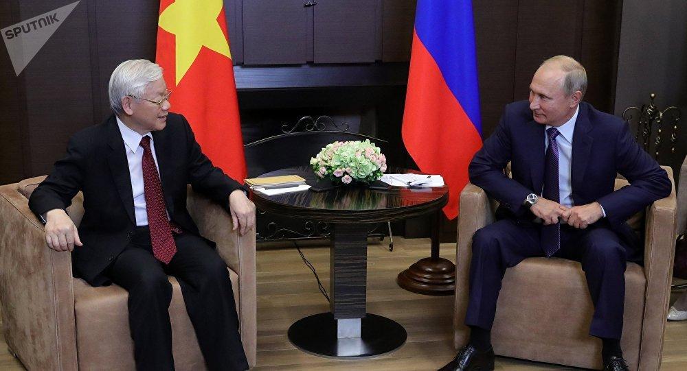 El presidente ruso, Vladímir Putin, y el secretario general del Partido Comunista de Vietnam, Nguyen Phu Trong