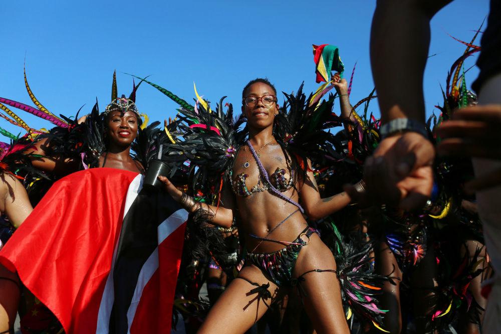 Tifones, carnavales y puestas de sol: estas son las imágenes de la semana
