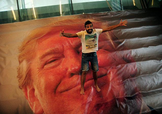 La instalación 'Jump Trump' del Festival Internacional de Imagen Getxofoto, España