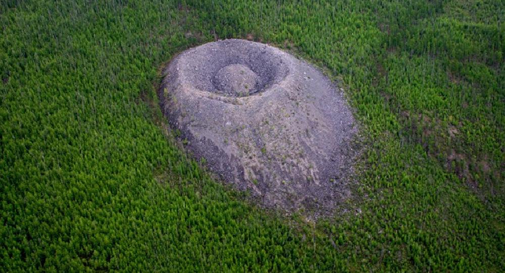 El cráter Patom