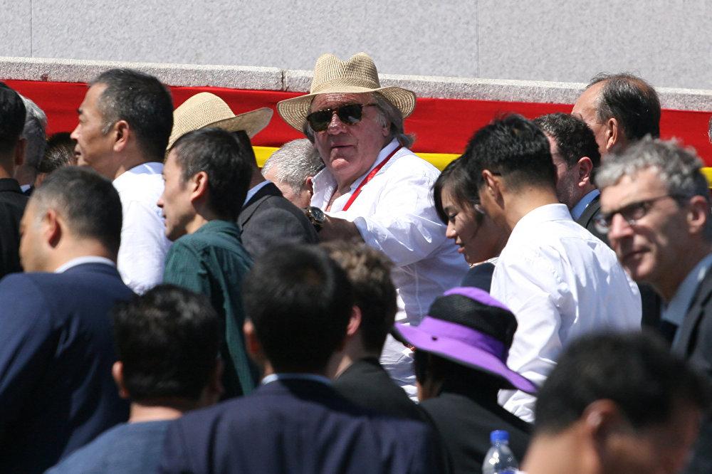 Gérard Depardieu, actor francés, en el desfile militar en Corea del Norte dedicado al 70º aniversario del país