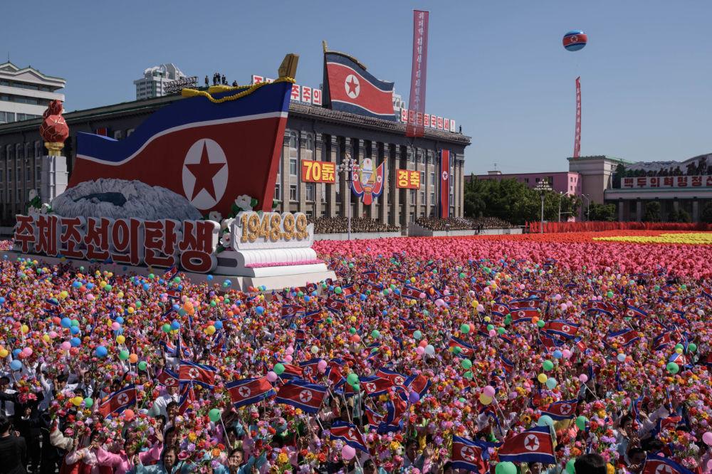 Desfile en honor al 70 aniversario de la República Popular Democrática de Corea