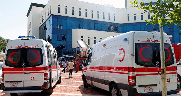 Ambulancias cerca de la petrolera libia NOC en Trípoli