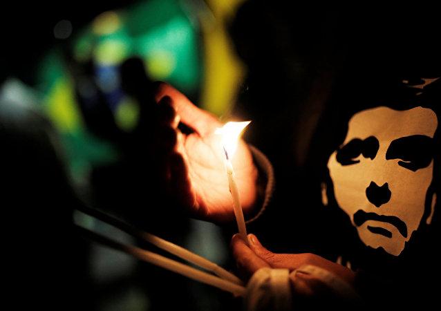 Un partidario del candidato brasileño ultraderechista Jair Bolsonaro