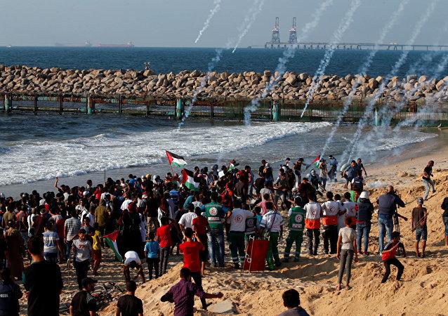 Los palestinos durante las protestas en la costa de la Franja de Gaza