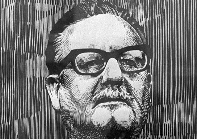 Una reproducción de la xilografía Allende, del artista Luis Miguel Valdes (Cuba). 1975.