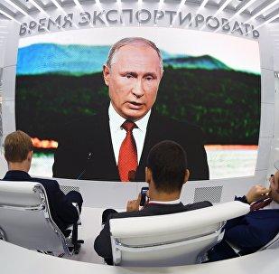 La trasmisión del discurso del presidente ruso, Vladímir Putin
