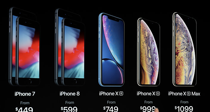 Phil Schiller, vicepresidente de Marketing de Apple presenta las características de los nuevos diseños de iPhone