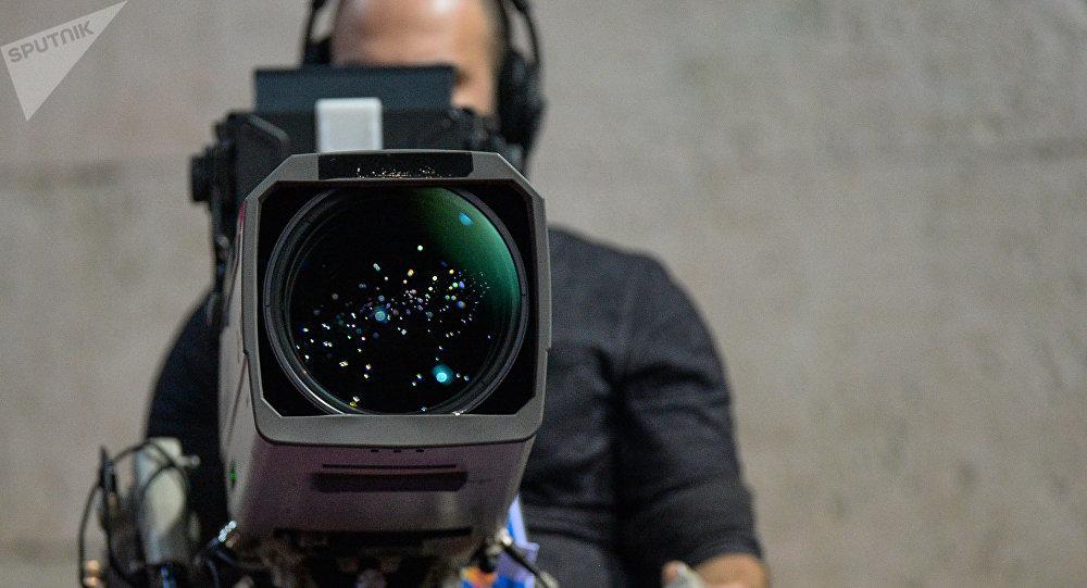 Un operador con una cámara, referencial