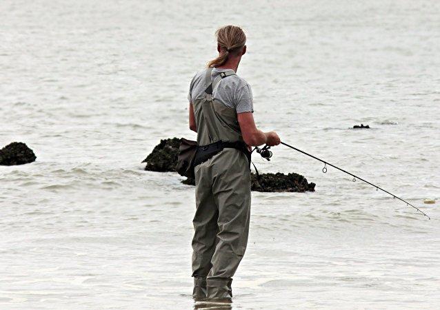 Un pescador y el mar (imagen referencial)