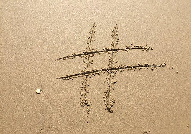 Un símbolo de numeral, o hashtag