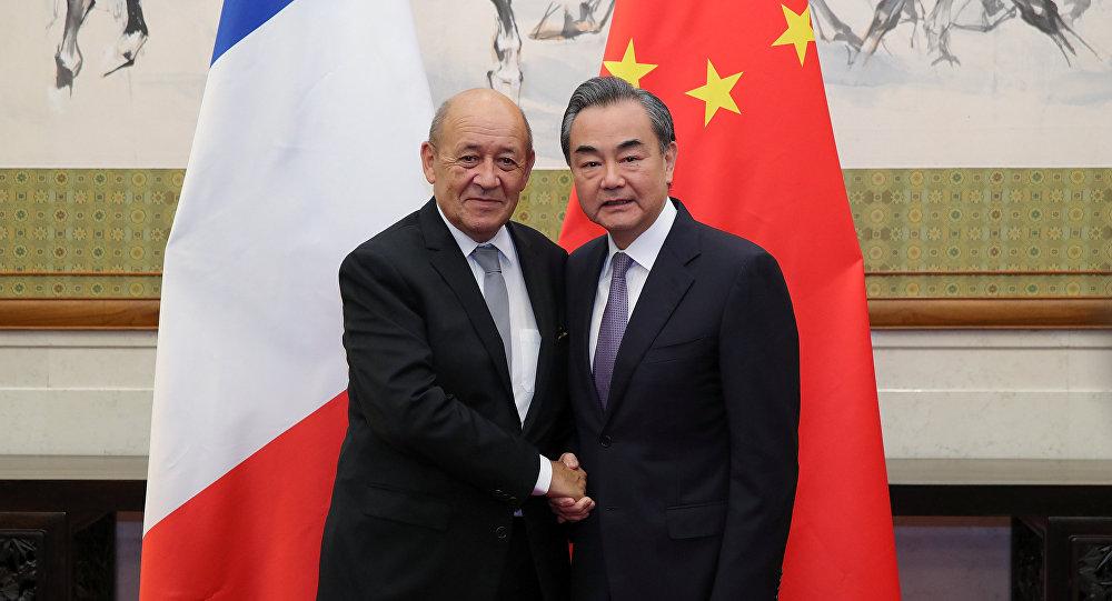 Wang Yi, ministro de Exteriores de China y Jean-Yves Le Drian, ministro de Exteriores de Francia