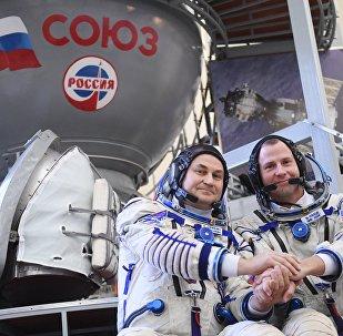 El ruso Alexéi Ovchinin y el estadounidense Nick Hague (archivo)