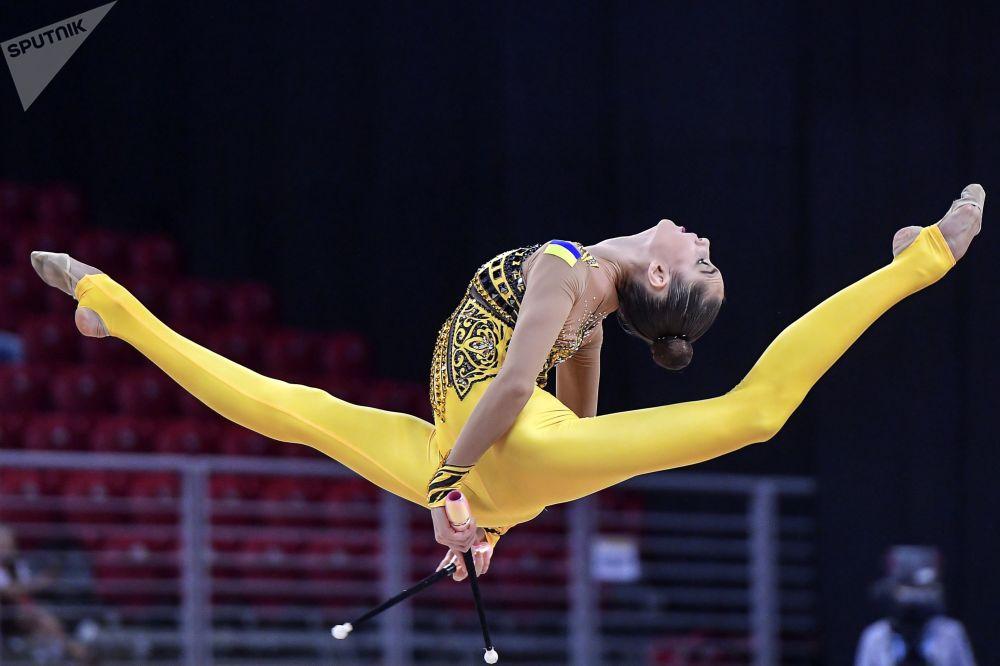 Vlada Nikolchenko (Ucrania) durante la fase de clasificación del programa individual del Campeonato Mundial de gimnasia artística de Sofía (Bulgaria).