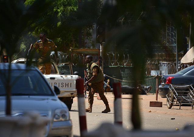 Patrulla de seguridad tras un atentado en Burkina Faso (archivo)
