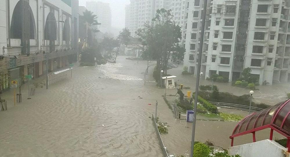 Una zona inundada después del tifón Mangkhut en Hong Kong