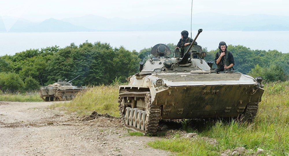 Las unidades de tanques e infantería llevaron a cabo unos ejercicios en el polígono de tiro Tsugol de la región de Zabaikalie